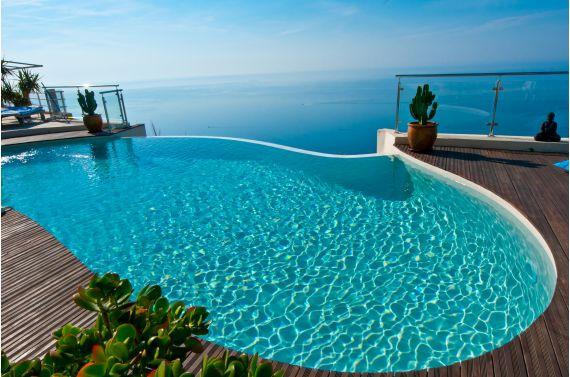 Les plus belles piscines de l 39 ann e 2012 piscine for Piscine miroir forme libre