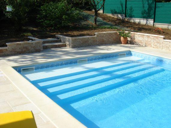 Incognit la couverture automatique discr te piscine for Escalier piscine amovible