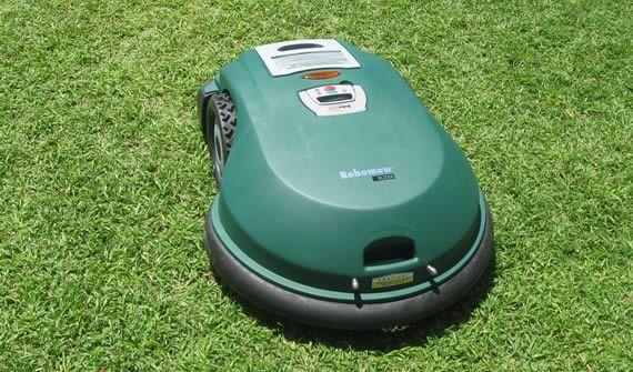 robomow tond la pelouse votre place jardins et exterieurs. Black Bedroom Furniture Sets. Home Design Ideas
