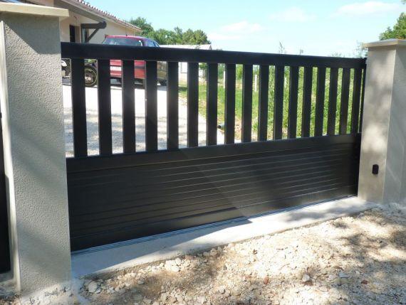 quel portail pour votre maison vous tes 55 souhaiter un portail contemporain ouverture. Black Bedroom Furniture Sets. Home Design Ideas