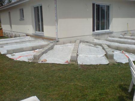 Terrasse bois cr ation d 39 une structure bois sur semelles for Construire terrasse beton
