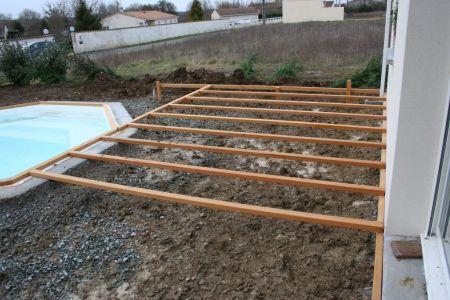 Terrasse bois structure plant e dans le sol - Structure de terrasse en bois ...