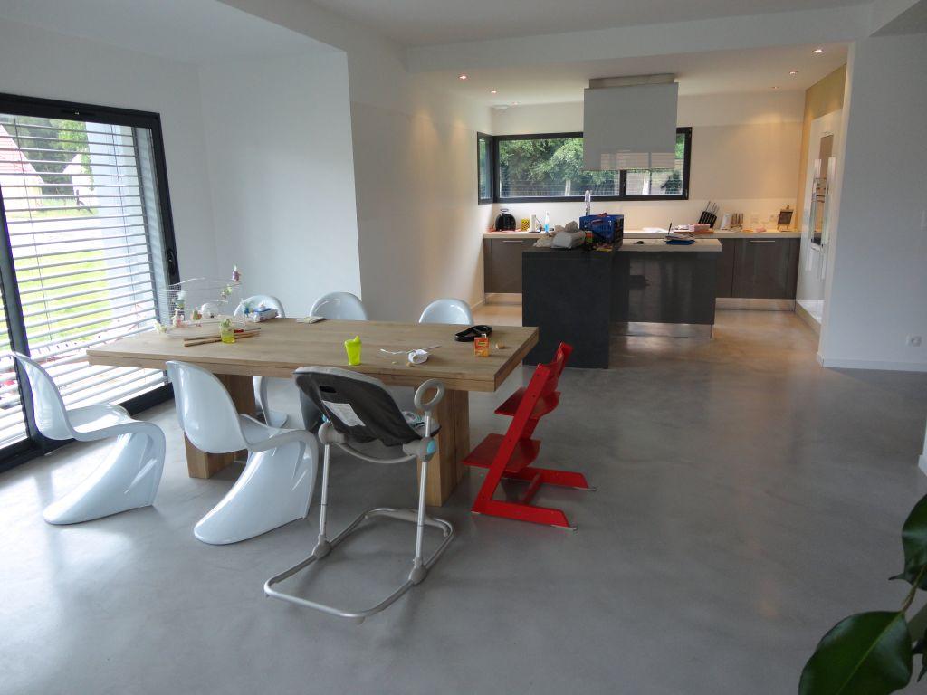Interview de bliss maison contemporaine zone frontali re for Amenagement interieur maison le masson