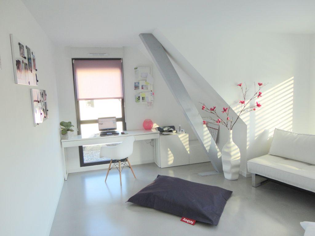 interview de bliss maison contemporaine zone frontali re. Black Bedroom Furniture Sets. Home Design Ideas