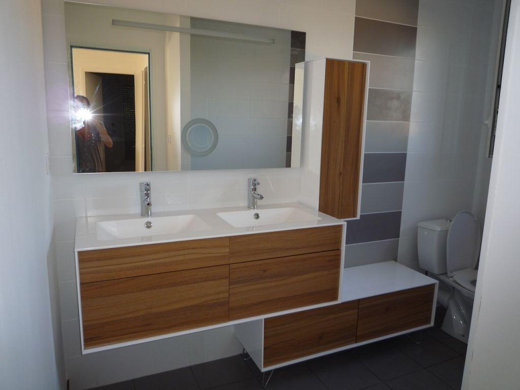 Interview de slyma la maison au cerisier - Salle de bain bois blanc ...