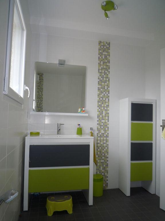 Interview de slyma la maison au cerisier for Salle de bain vert kaki